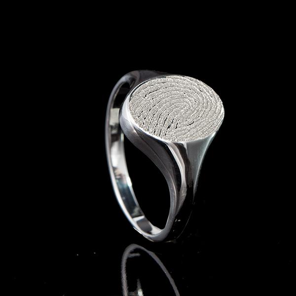 0135-00 Zegelring met ovale vingerafdruk