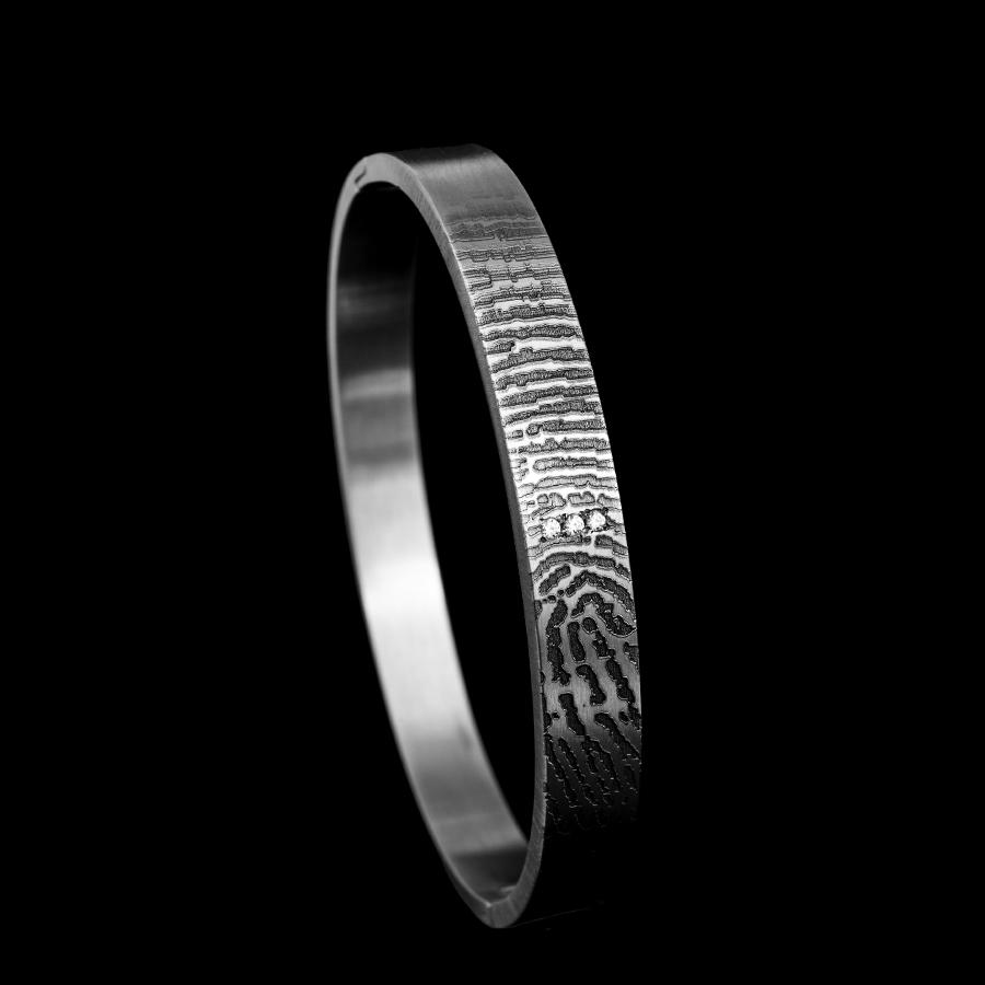 0310-03 Armband met vergrootte vingerafdruk en 3 stenen