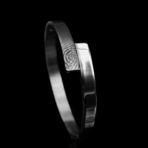 0311-00 Armband met vergrootte vingerafdruk