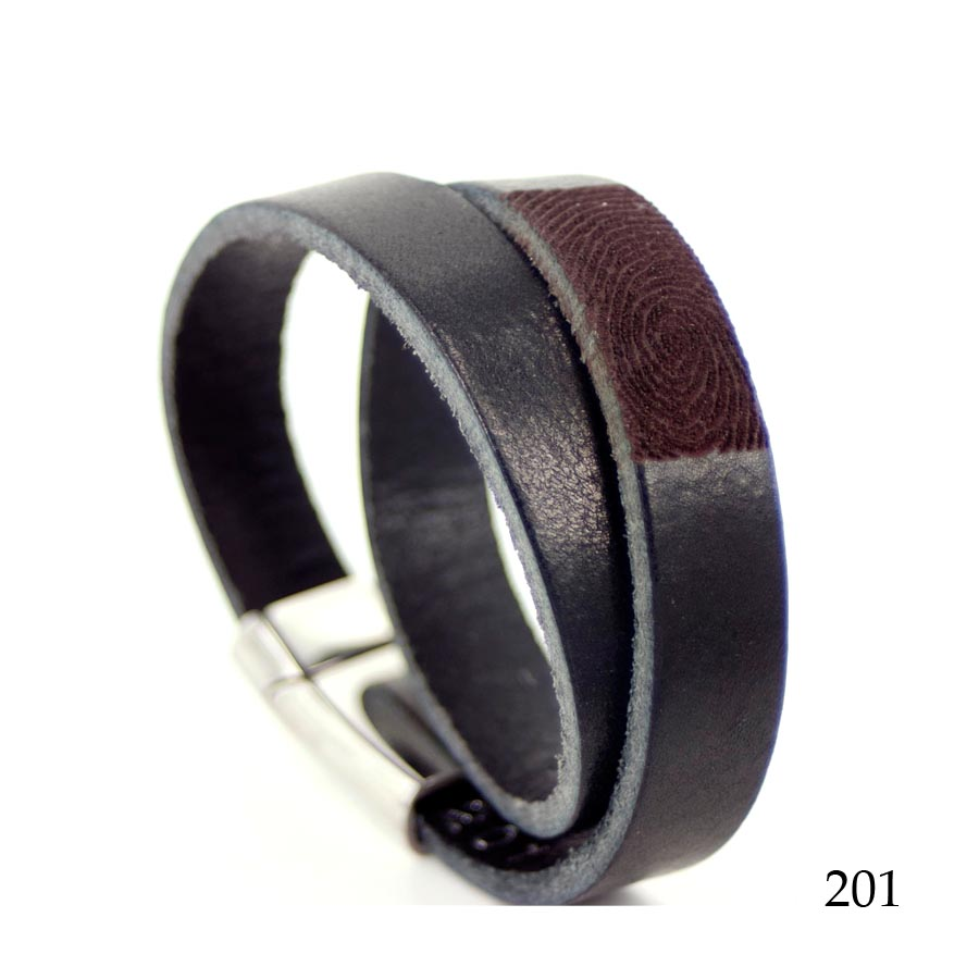 0301-201 Leren armband dubbel met vingerafdruk.