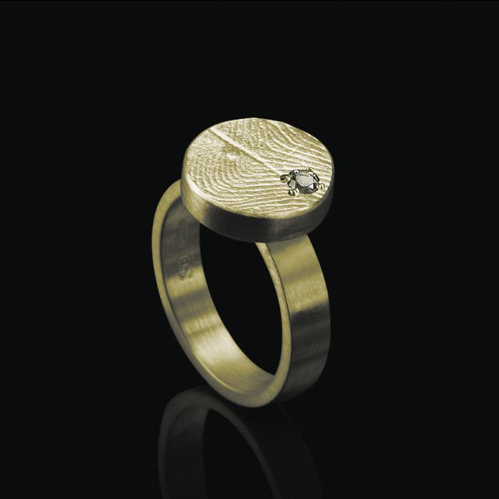 0109-01 Vingerafdruk ring rond met steen