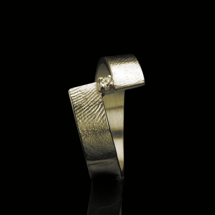 0102-10 Vingerafdruk ring met steen