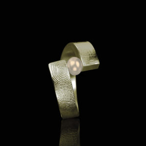 0102-20 Vingerafdruk ring met parel