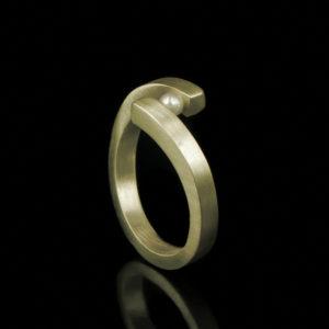1102-20 Ring met parel