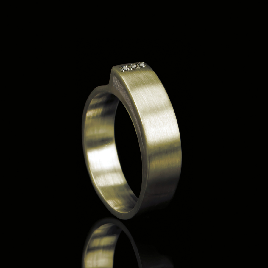 1113-03 Ring met 3 stenen