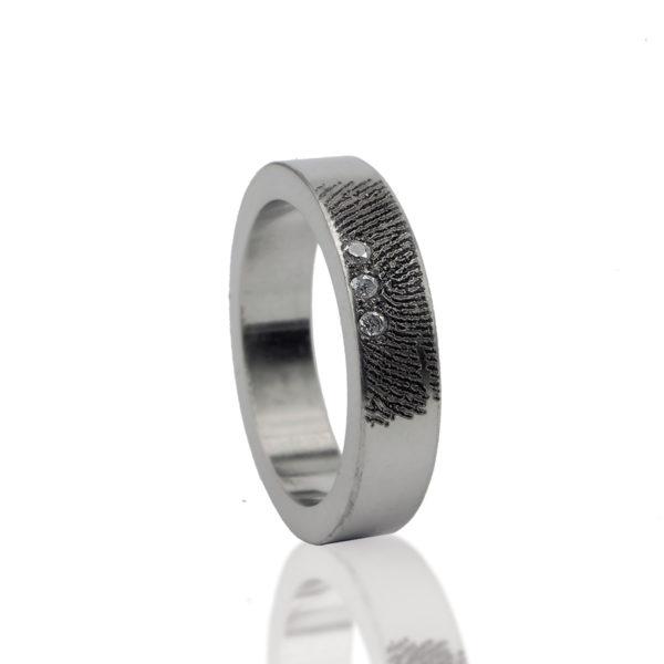 0101-03 Ring met 3 stenen
