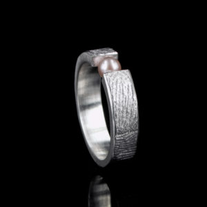 0101-20 Vingerafdruk ring met parel