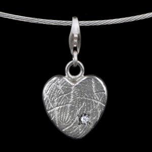 0201-01 Hartvormige hanger met steen