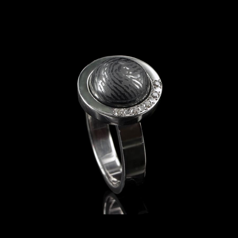 0114-05 Ring met vingerafdruk in ronde steen