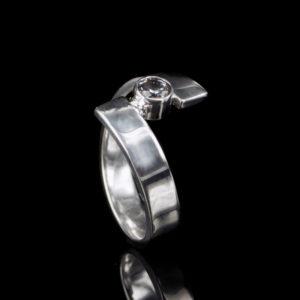 1101-10 Asring met steen