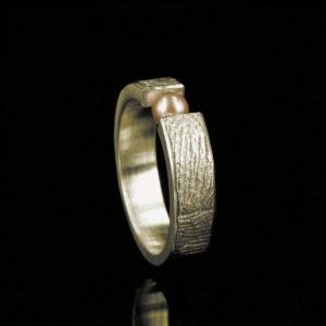 0101-20 Vingerafdruk ring met parel