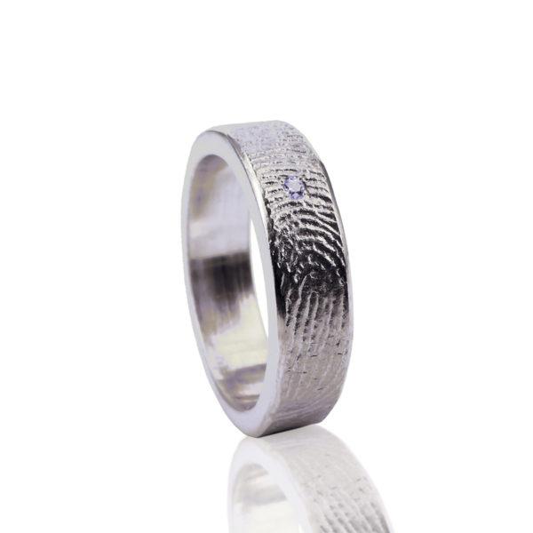 0101-01 Vingerafdruk ring met steen