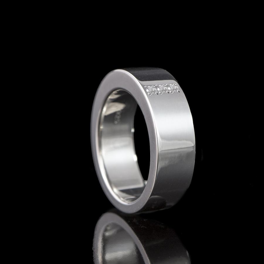 1111-03 Ring met 3 stenen